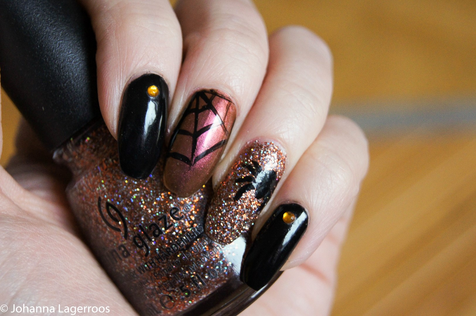 Spider nail art