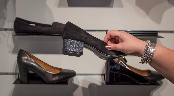 rianno showroom syksy 2017 kengät prisma hopeinen korko glitterkorko (1 of 1)