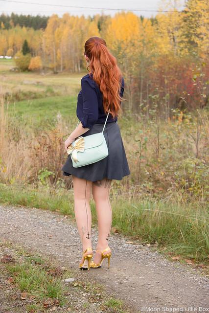 OOTD My Style Fashion styleblogger Esprit Shirt Ompelimo Rokita Nahkahame Leatherskirt Gucci Heels Long Hair Kasvivärjätyt hiukset Cobblerina Bag Fashion blog Finland Golden heels