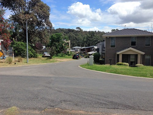 Street with no footpaths, Eltham