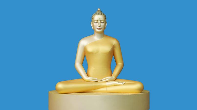 Citra Buddha versi aliran kontroversi Dhammakaya.
