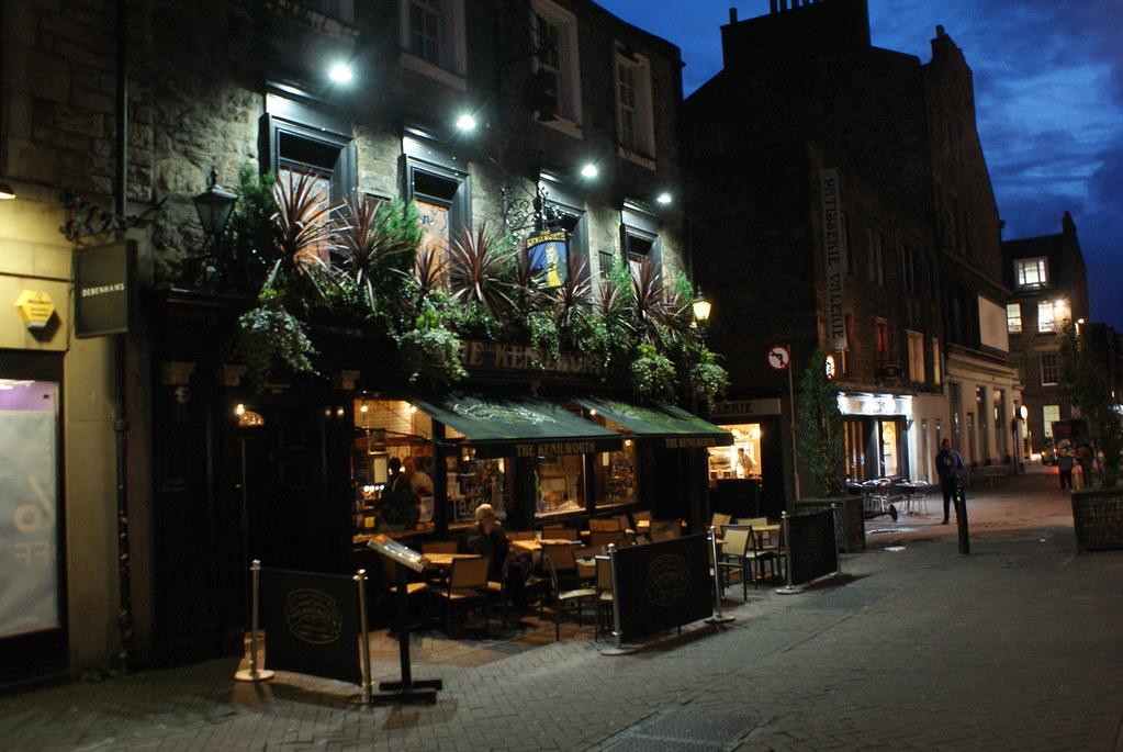 Un des nombreux pubs de Rose street, la rue de la soif de New Town.