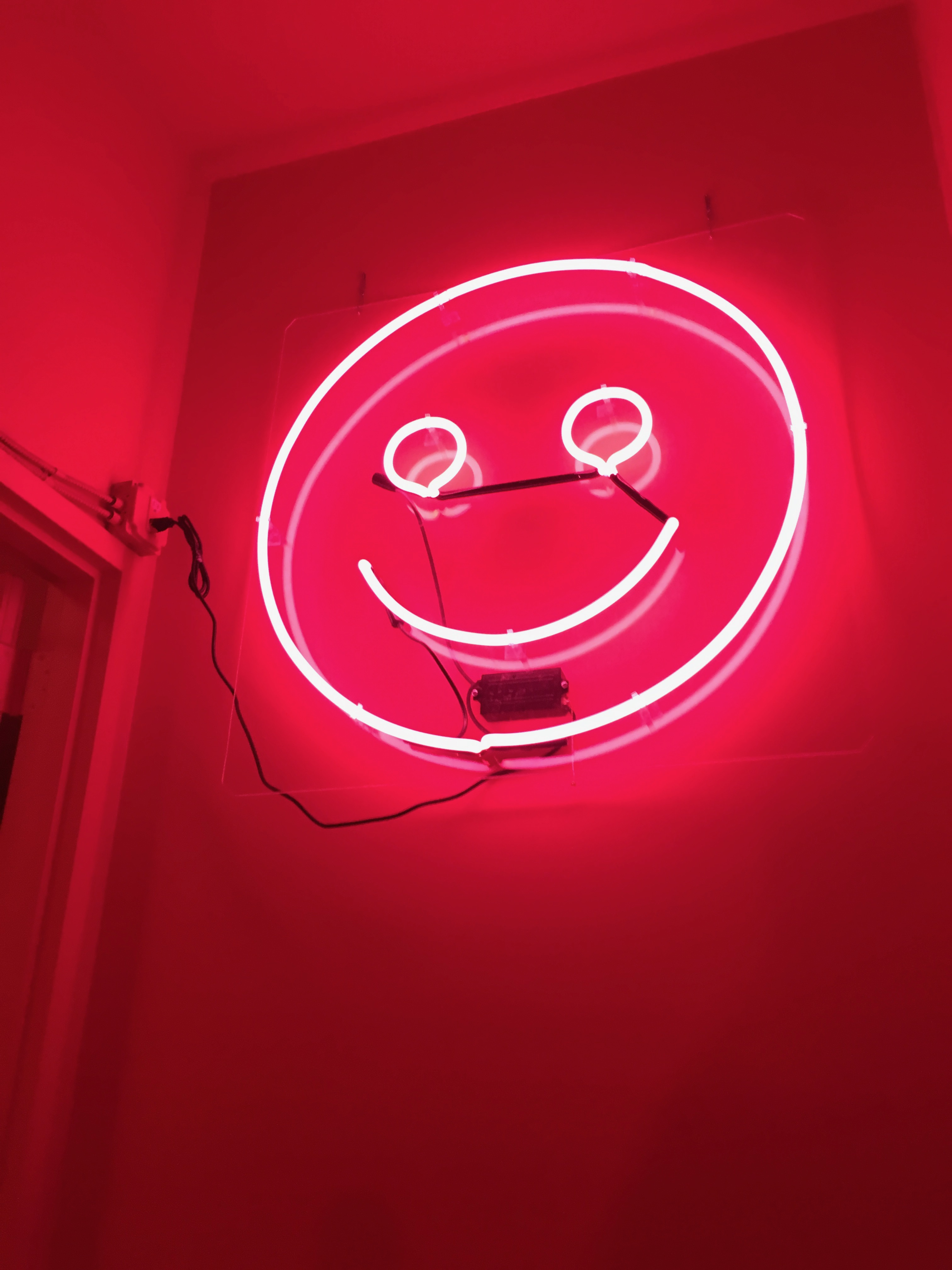 color factory - neon smily