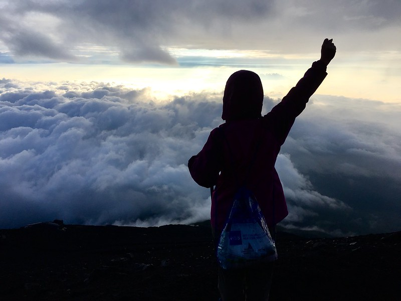 [富士山登山遊記.下集] 怎麼會? 千辛萬苦抵達終點時, 竟想再爬一次富士山!