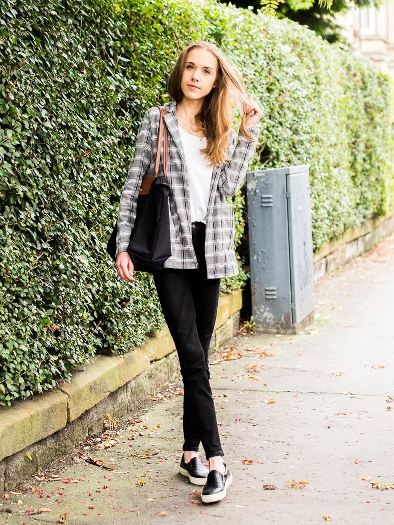 check-blazer-outfit-inspiration