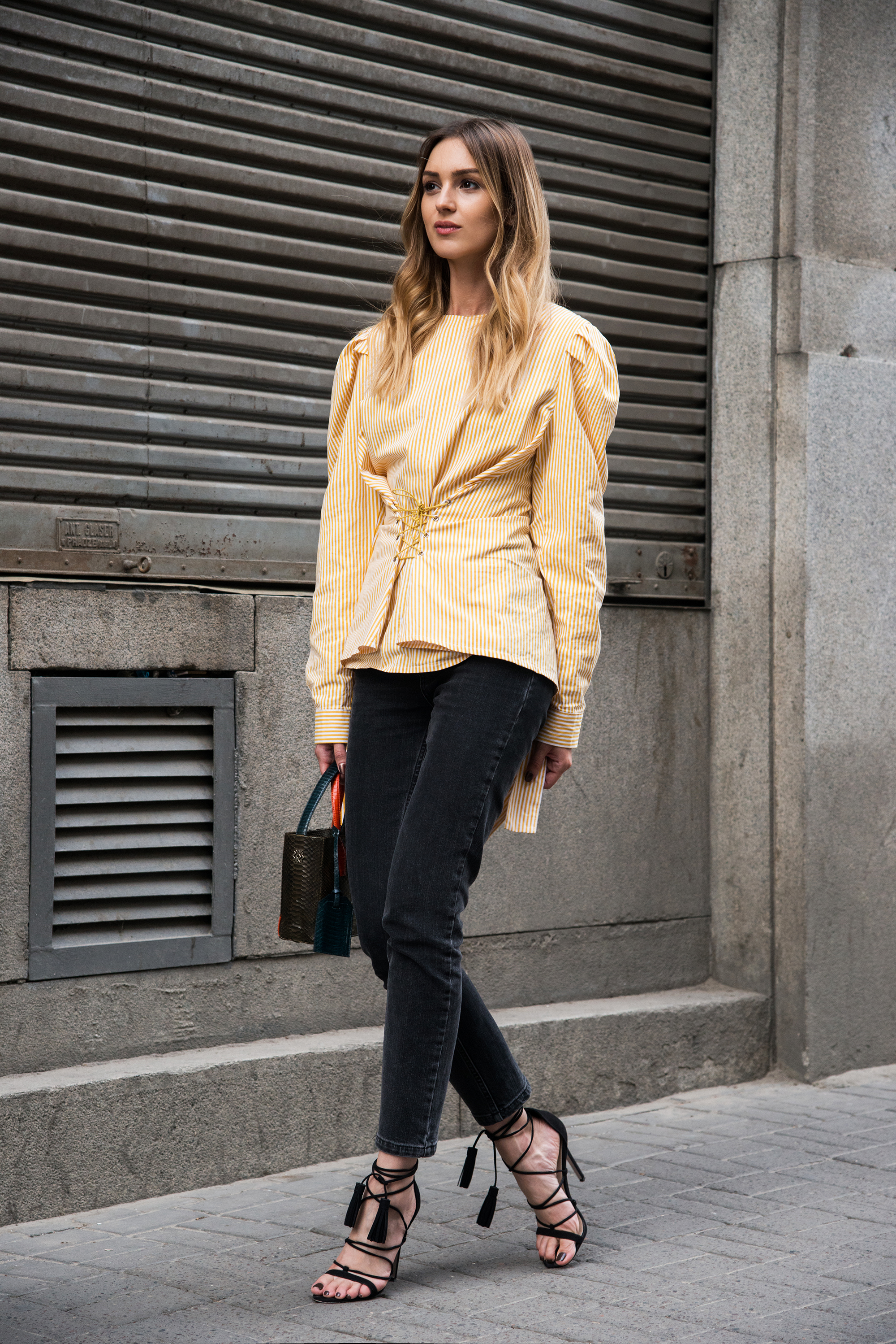 minimalist-style-oversized-top-outfit-fashion-blogger