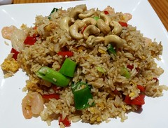 32. KAO PHUD SAPAROD -Thai special fried rice (with prawns)