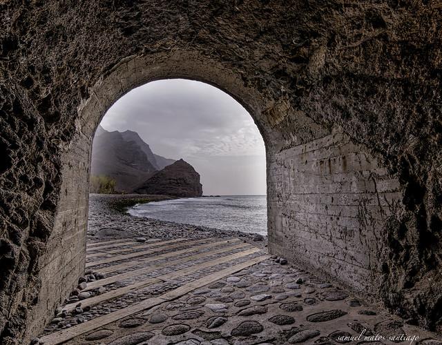 El risco y la playa de la aldea