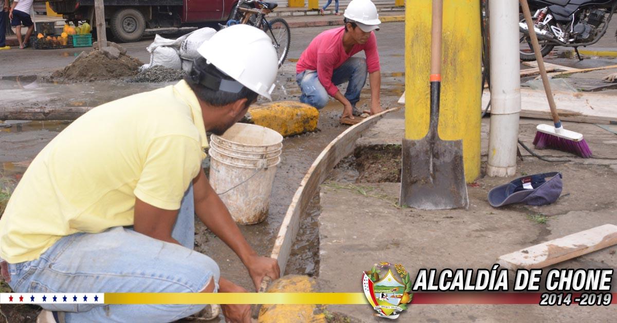 Realizan reparación de piso en calles Atahualpa y 7 de Agosto
