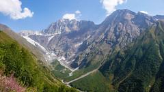 Widok z Koruldashi na  lodowiec Koruldashi, Ailama 4547m i Curungal 3018m