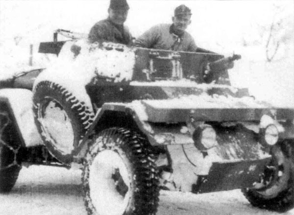 Autoblinda-Lince-HQ-platoon-14PolPzKp-1944-45-bpz-1