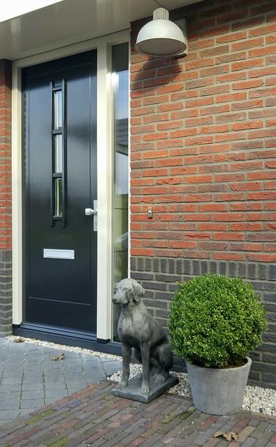 Voordeur hond landelijk