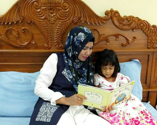 anak suka buku Indonesia