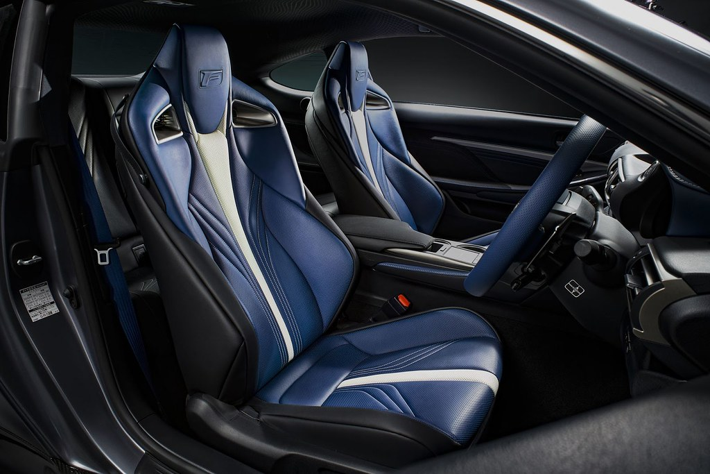 Lexus-RC-F-GS-F-Tokyo-4