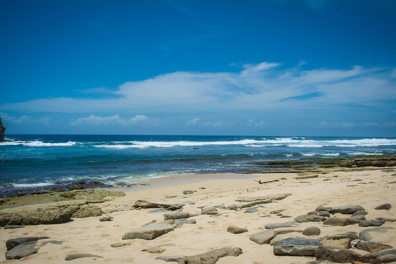 pemandangan pantai watu