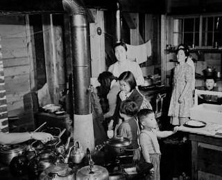 Japanese-Canadian women and children prepare a meal in the community kitchen at Greenwood internment camp, British Columbia / Canadiennes et enfants d'origine japonaise préparant un repas à la cuisine du camp d'internement de Greenwood (Colombie-Brit