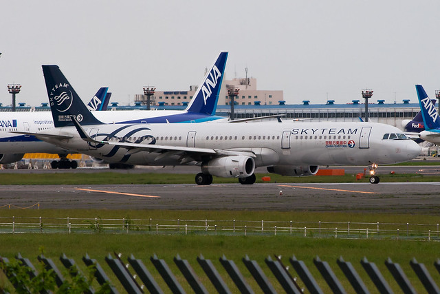CES Airbus A321-231 B-1837, Canon EOS KISS DIGITAL X, Canon EF 90-300mm f/4.5-5.6