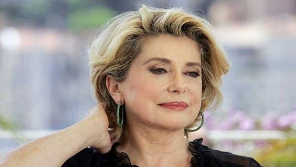 A actriz fracesa Catherine Deneuve aos 71 anos