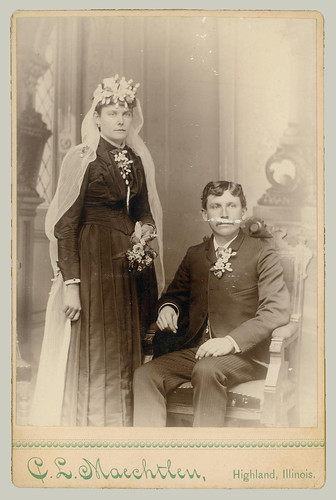 Cabinet Card couple in ceremony