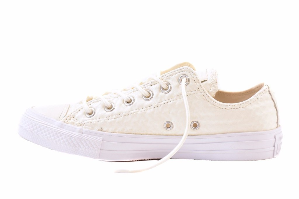 555a656ab49 -Comfortable fit - Textured leather -Low ankle -Lace up closure -Rubber  sole -Style  153566C -Size  UK 4