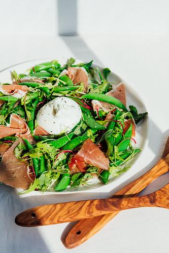 Salada de Ervilha Doce, Prosciutto e Burrata