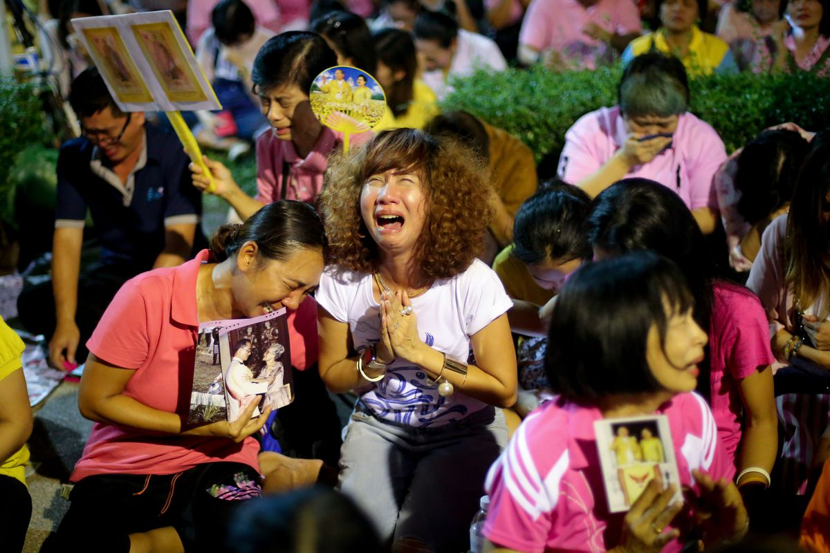 Thai well-wishers outside of Siriaj Hospital in Bangkok learn of the death of His Majesty the King.