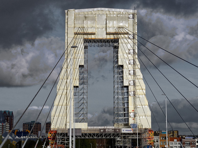 Maintenance on the Willemsbrug, Rotterdam