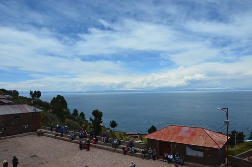Blick auf den Dorfplatz von Taquile