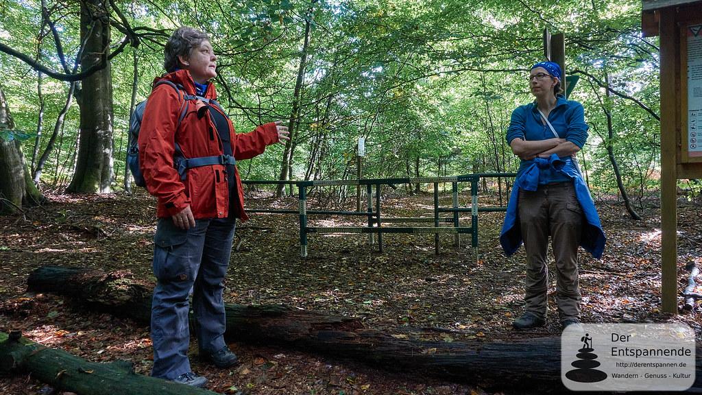 Wanderführung: Rebekka Rohe-Wachowski (links)