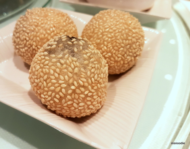 Deep-fried dumplings stuffed with mashed sesame paste (流沙煎堆仔)