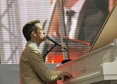 Antony Strong playing piano on stage jazz festival