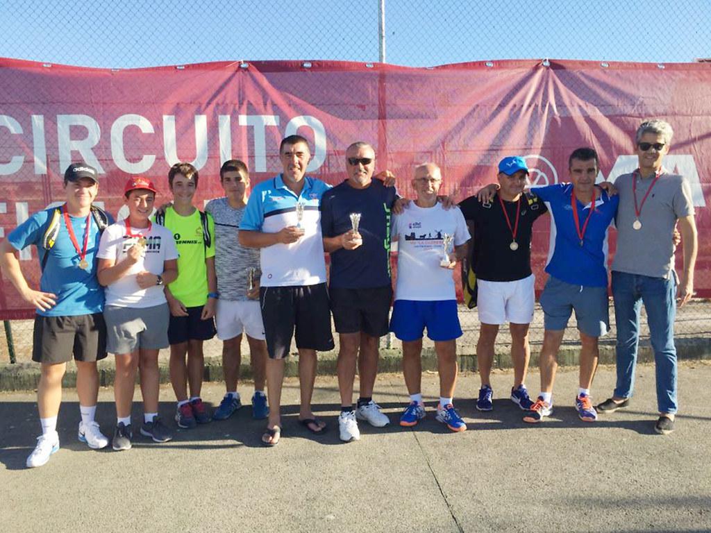 El Club de Tenis Cauria copa el medallero del circuito de aficionados de la RFET en Navalmoral de la Mata