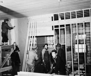 Japanese-Canadian men finish the interior of the camp hospital, New Denver, British Columbia / Canadiens d'origine japonaise finissant l'intérieur de l'hôpital du camp, New Denver (Colombie-Britannique)