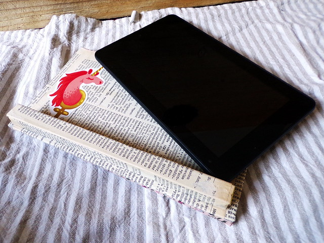 Finished Things Saturday: DIY Tablet Holder | Hedgefairy https://hedgefairy.wordpress.com