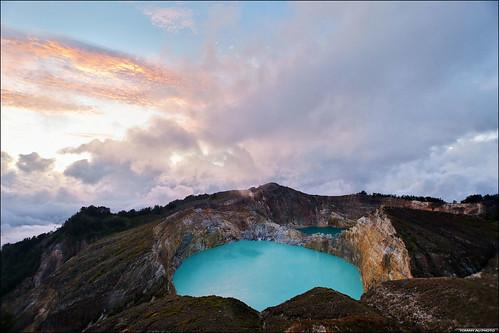 mountkelimutu lakekelimutu kelimutu tiwunuwamurikoofai volcano volcanic kawah crater craterlake sunrise clouds nature outdoors mountain eastnusatenggara flores indonesia