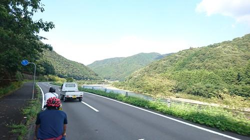 四国の川沿いは走りやすくてよい