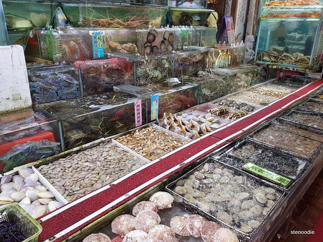 Sai Kung Chuen Kee Seafood Restaurant seafood tanks