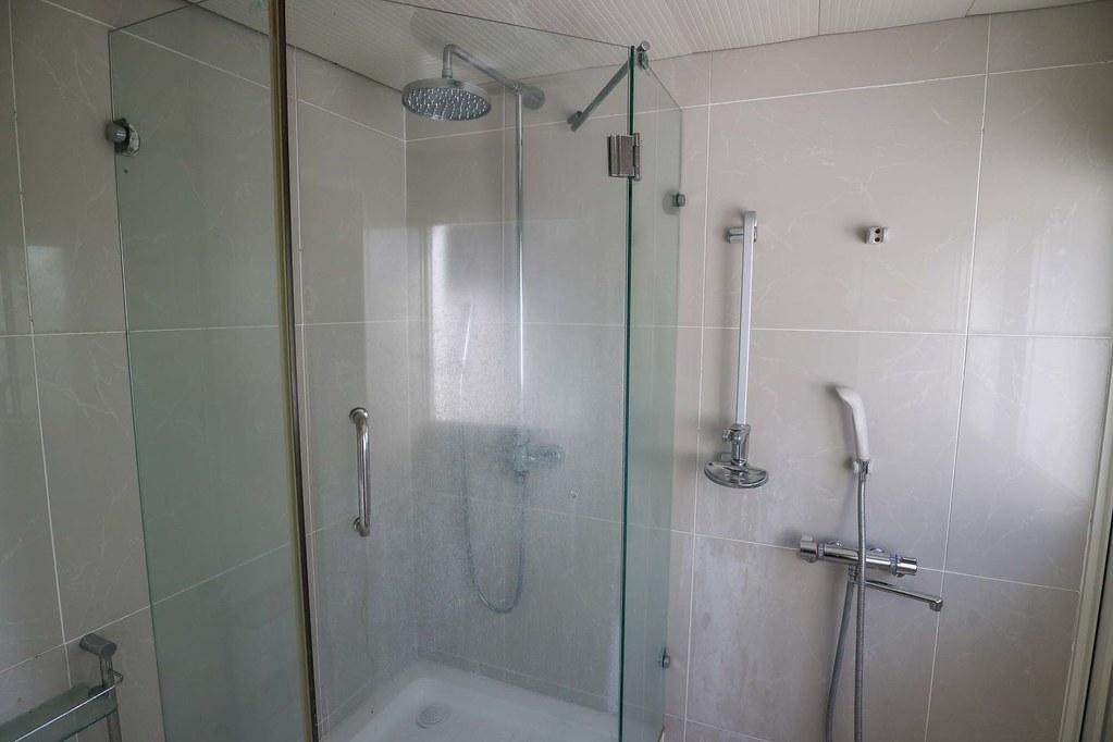 材木座の中古戸建:シャワールーム