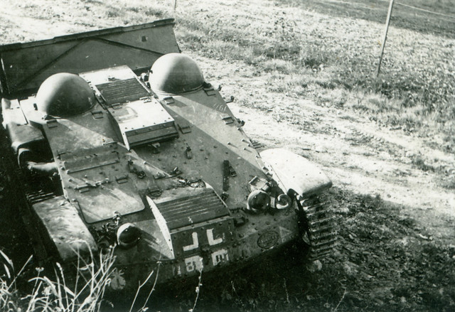 Renault UE Chenillette, Light Armored Vehicle