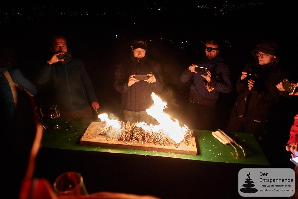 Miesmuscheln unter Strobenzapfen erhitzt, Kupferberghütte bei Imsbach