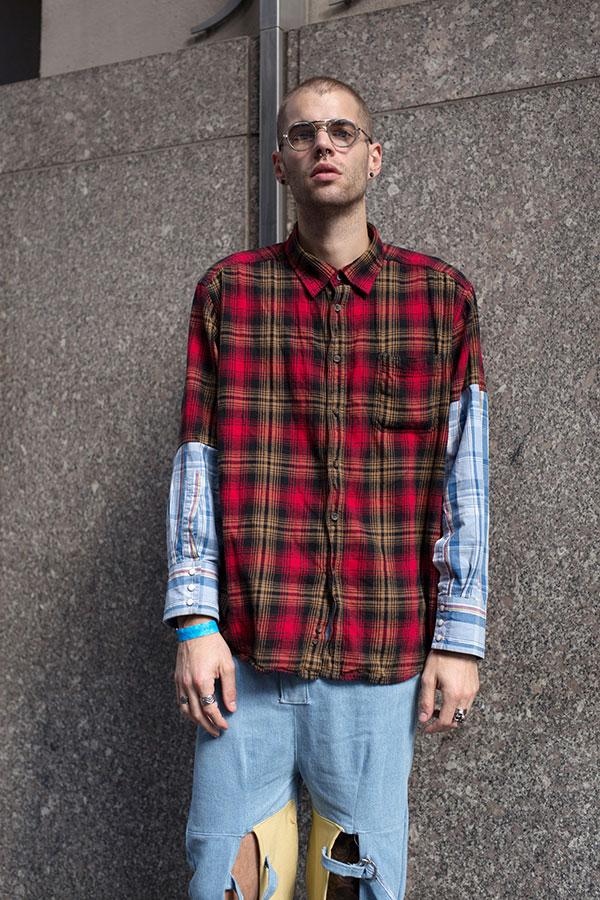 バイカラーチェックシャツ×グレイッシュブルーパンツ