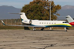N80AD Private Gulfstream Aerospace G-V-SP Gulfstream G550 #G550 #GulfstreamG550 #Gulfstream #Aviation #AVGEEK #LSGG #bizjet #General #aircrew #BayLempek #avpic #avpics #pilotlife #Aviação #instagramaviation #GVA #Airport
