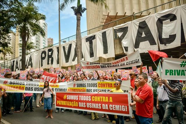 Ato contra o leilão das usinas, realizado nesta quarta (27) em Belo Horizonte (MG) - Créditos: Maxwell Vilela