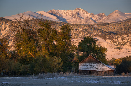 fallsunrise snow bouldercolorado arapahopeaks indianpeaks rockymountains sunrise