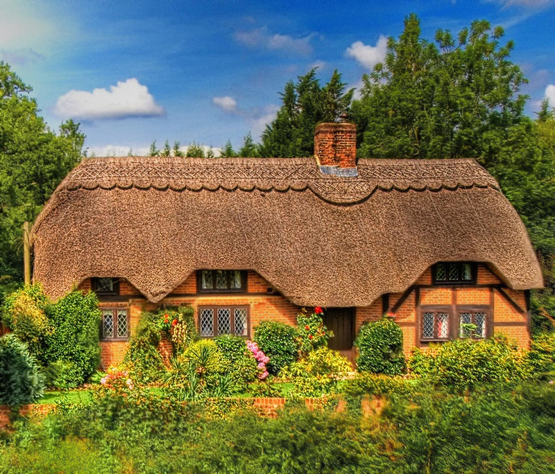 Thatched cottage in Brook Village in the New Forest. Credit Anguskirk, flickr