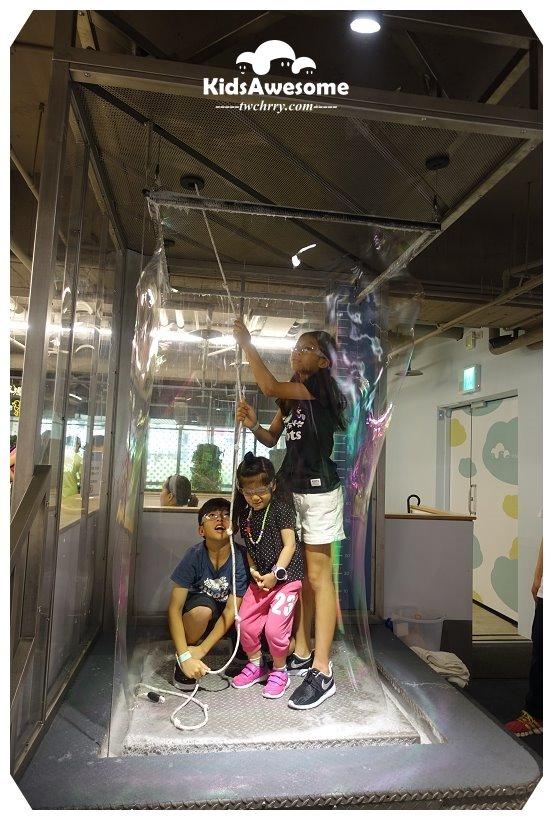 KidsAwesome奧森兒童博物館,全台首座融合STEAM教育觀念,玩藝術,吹泡泡,玩滑索,家家酒,做火箭,捷運大安站,台北親子景點,親子館,兒童博物館,Science, Technology, Engineering, Art, Math,STEAM,美國兒童博物館,茉莉漢克有限公司,茉莉漢克幼兒育樂,奧森兒童博物館開幕,奧森兒童博物館預約,奧森兒童博物館收費,奧森兒童博物館票價