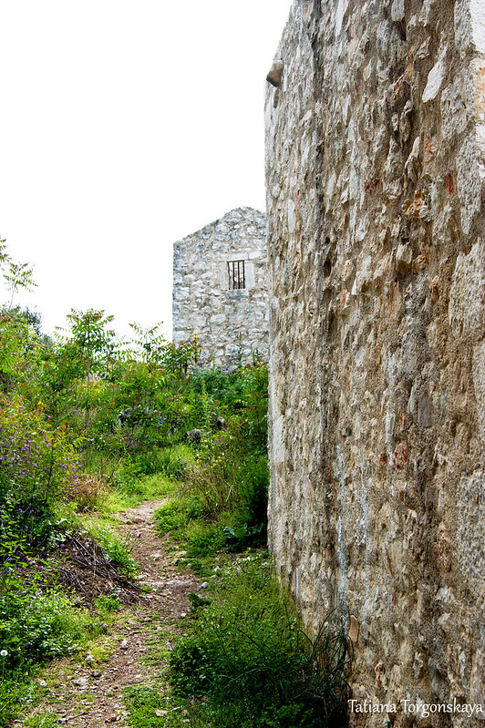 Крепостная стена со смотровой позицией