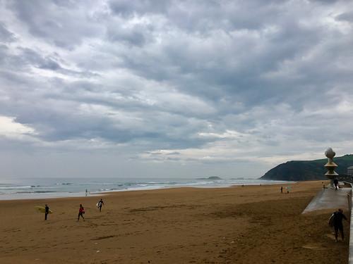 Nubarrones en la playa de Zarautz