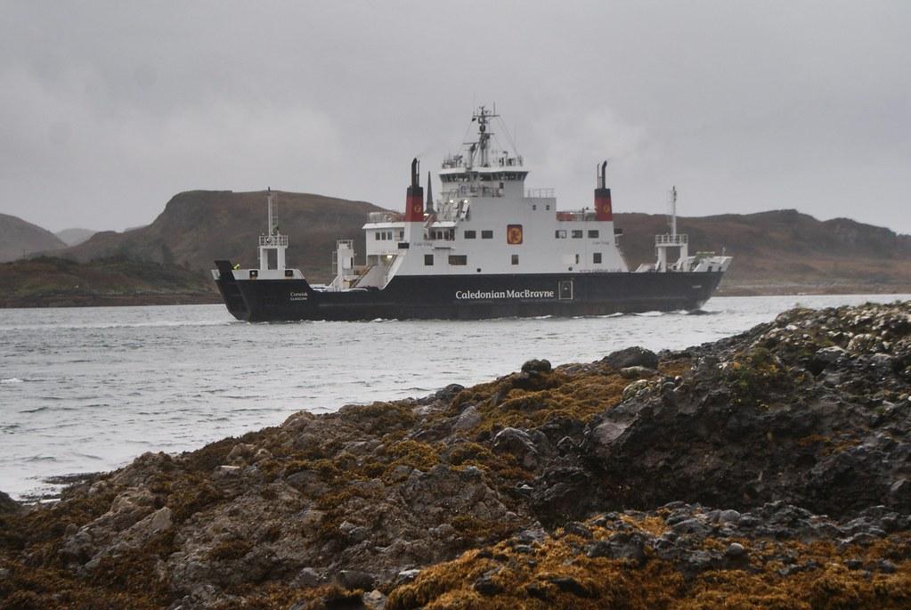 Ferry reliant Oban avec d'autres îles : Mull et les Hébrides extérieures.
