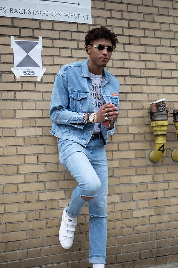 Gジャン×ジーンズセットアップ×グレーTシャツ×adidasスタンスミス コンフォート